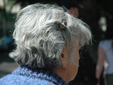 Hair aging varies by background