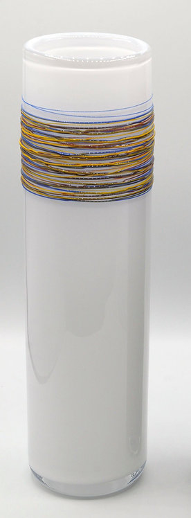Vasenobjekt m. bunten Fäden opalweiß