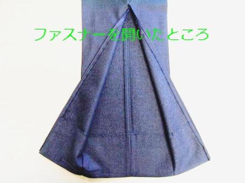 パンツの裾にファスナー付け(開いた状態)