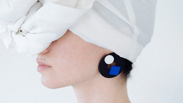 Basic earrings2 black.jpg