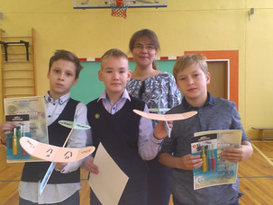 Соревнования по метательным планерам в 5-х классах