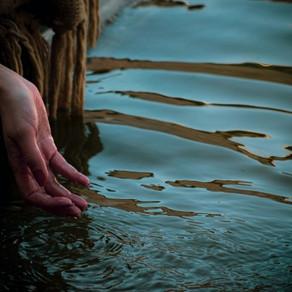 A água na magia e no folclore.