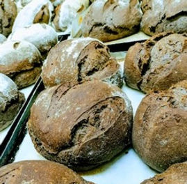 Artisan bakery cafe, organic sourdough, delicious pastries and giant cookies to sweeten our days...