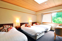 Yamano Hotel triplroom
