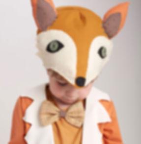 Ung pojke i Fox kostym
