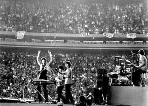 ב-15 באוגוסט 1965 הופיעו הביטלס בפעם הראשונה באצטדיון Shea Stadium בפני קהל של 55,600 רוכשי כרטיסים