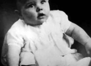 ב-7 ביולי 1940 נולד בליברפול ריצ'ארד סטארקי, הידוע כרינגו סטאר