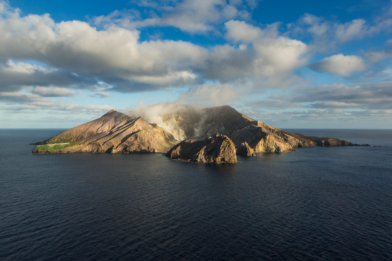 Flying around White Island volcano