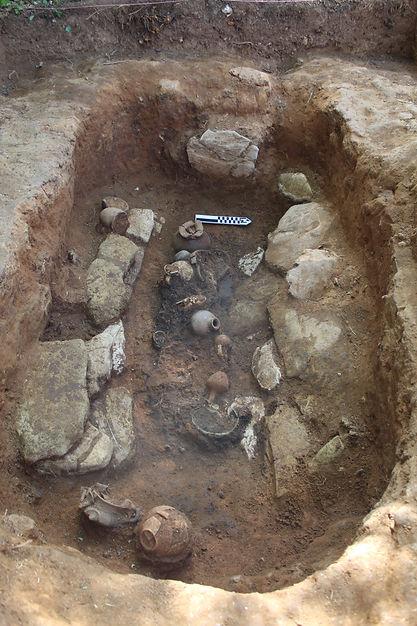 San Simone, tomba della bambina 2.JPG