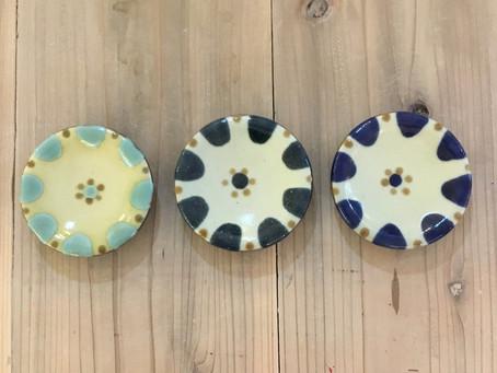 ノモ陶器製作所の小皿です。