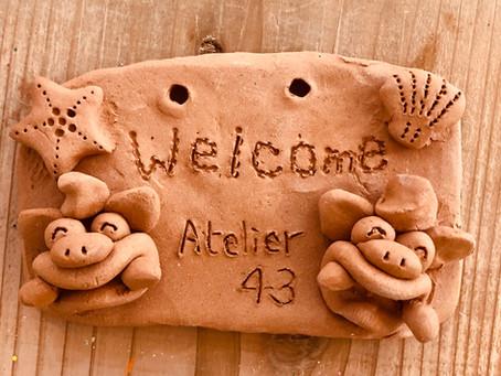 玄関前やお部屋に陶器のネームプレートはいかがでしょうか?