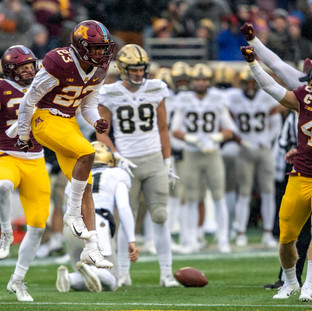 What adjustments did the Gophers make to their defense?