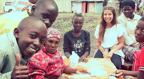 volunteer-in-kenya-community.jpg