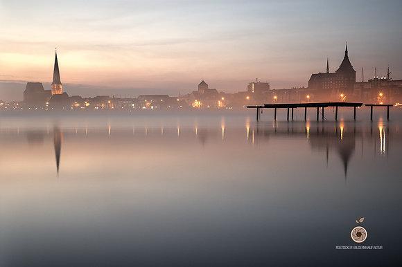 NR 5126 - DH HRO Stadthafen im Nebel web
