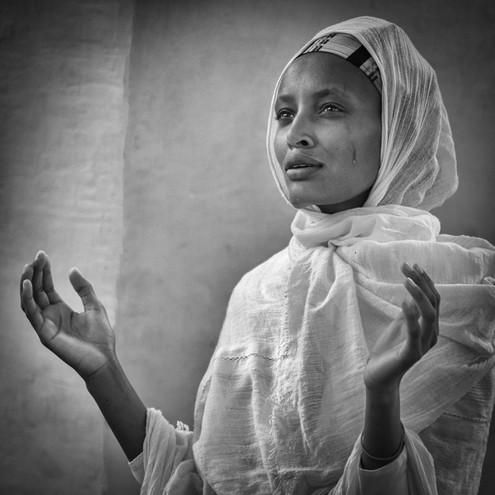 La prière by Gerard Mathias