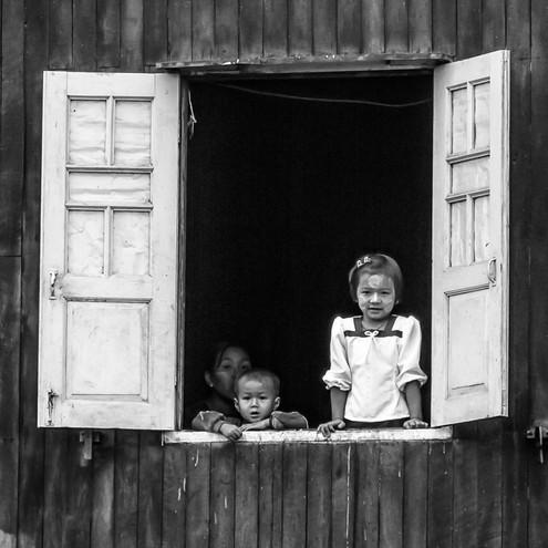 A la fenêtre by Monique Le Roux