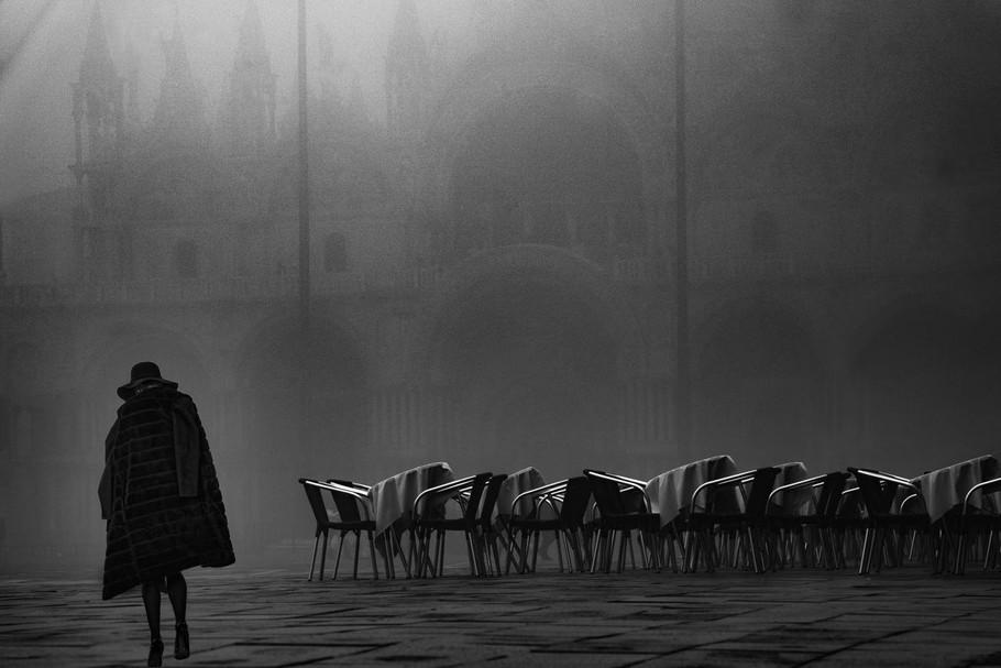 Geisha crossing by Eric Célerse