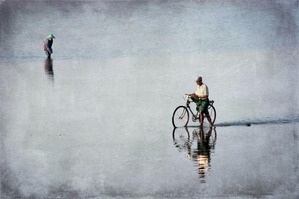 Le Lac by Gerard Mathias