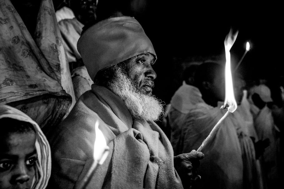 Procession nocturne by Gérard Matthias