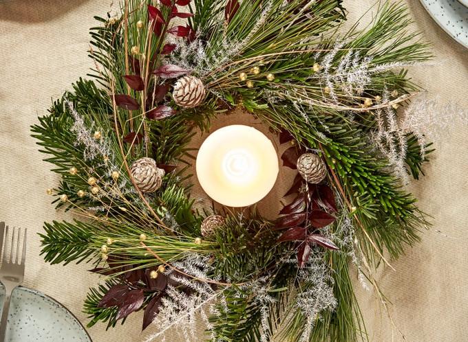 J&F_Christmas_Wreath03108 (Medium).jpg