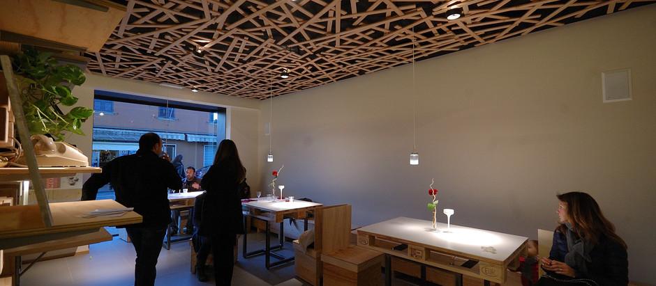 Realizzazione soffitto con listelli in legno di massello.