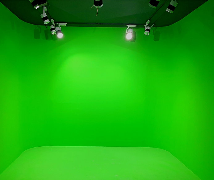 Green%20Screen%20Studio%20_edited.jpg