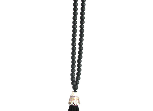 Beaded necklace with shell and tassel, Black.