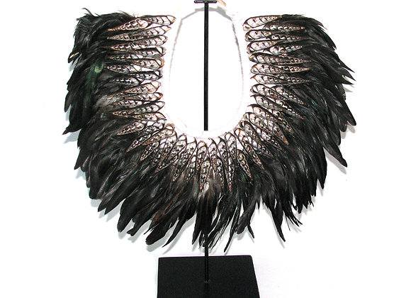Feather neck feature on stand.