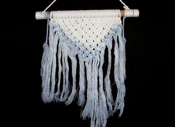 Macrame natural with blue