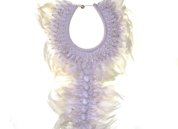 Long neck piece feather/shell