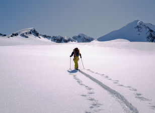 Crossing an icefield on skis