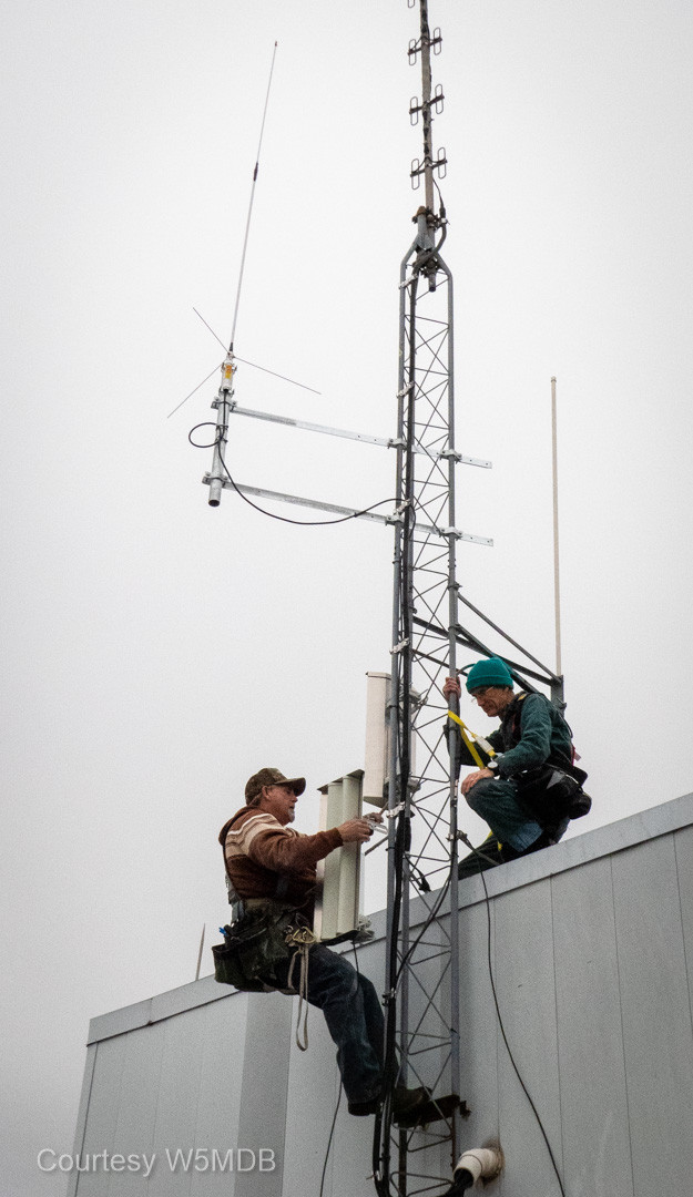 With the Winlink antenna secure, Jeri and Ron, NN5R, attach a node.