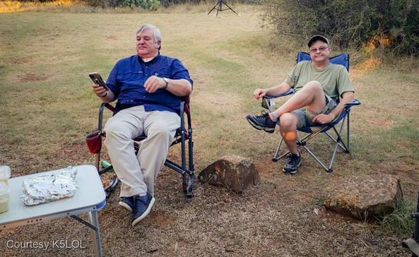 TX-QSO-KM5YQ and N5KRG Relaxing before dinner.jpg