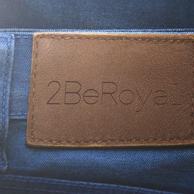 jeans met logo design 2beroyal.jpg