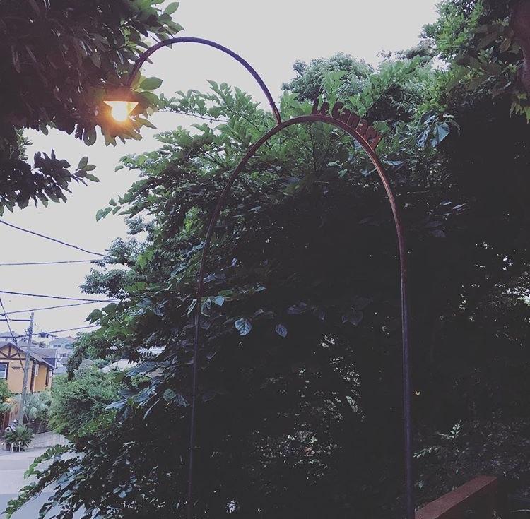 葉山LeCanari エントランスアーチ/shop