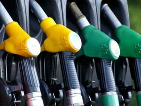 Marcelo promulga lei dos preços dos combustíveis mas diz que é pouco
