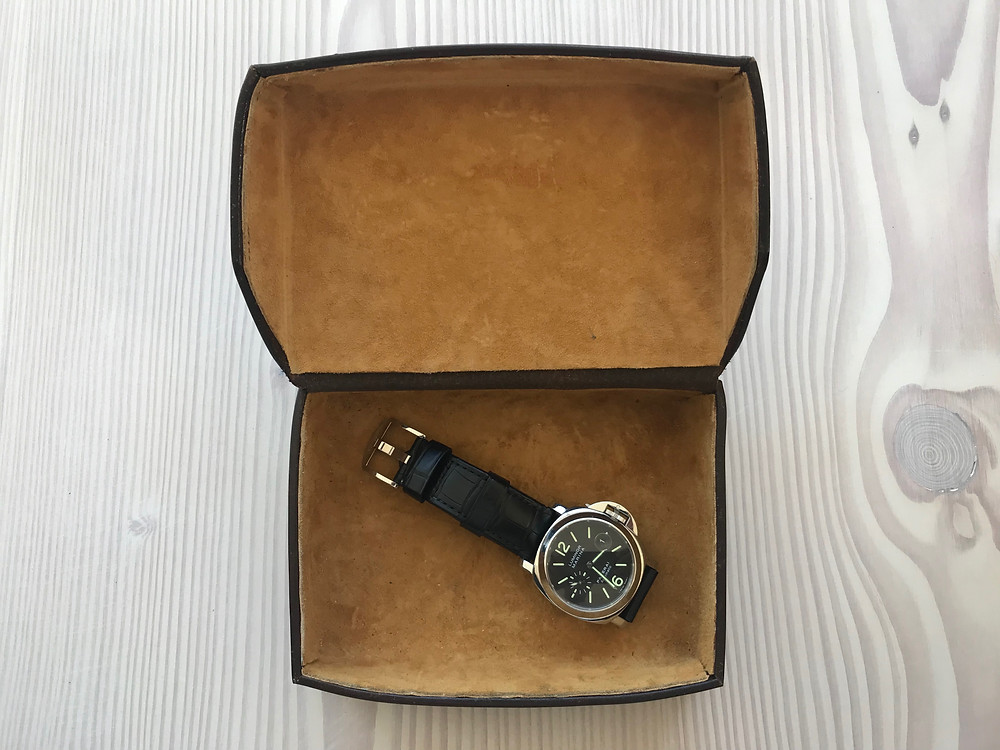 Hide watch box