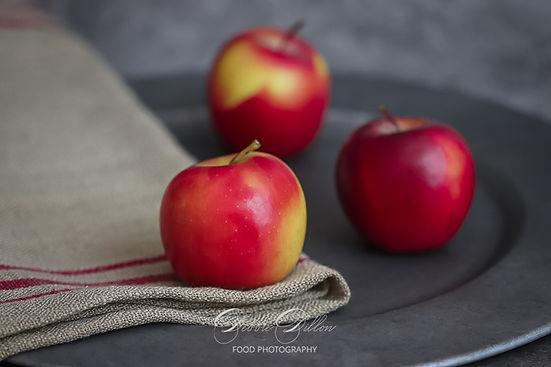 apples three red wm.jpg