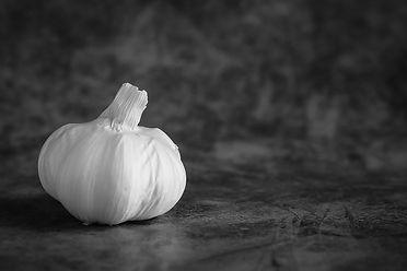 garlic bnw -1.jpg