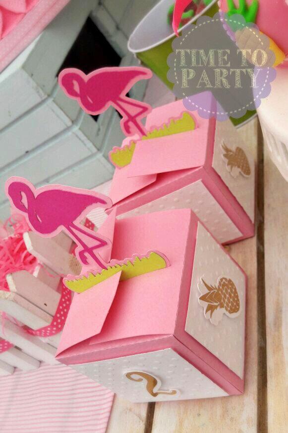 Fiesta Flamingo Y Piñas Lo Ultimo En Tendencias De Verano