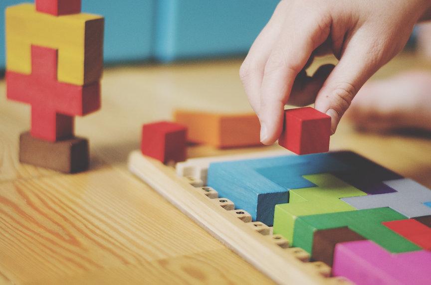 board-game-playing-katamino-kids-family-