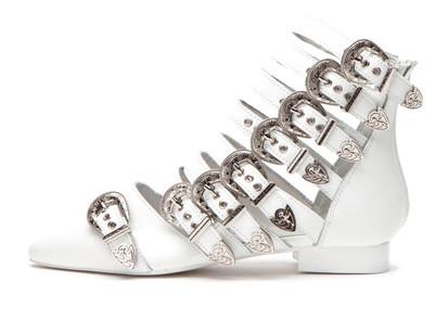 TOP 10 FESTIVAL FOOTWEAR