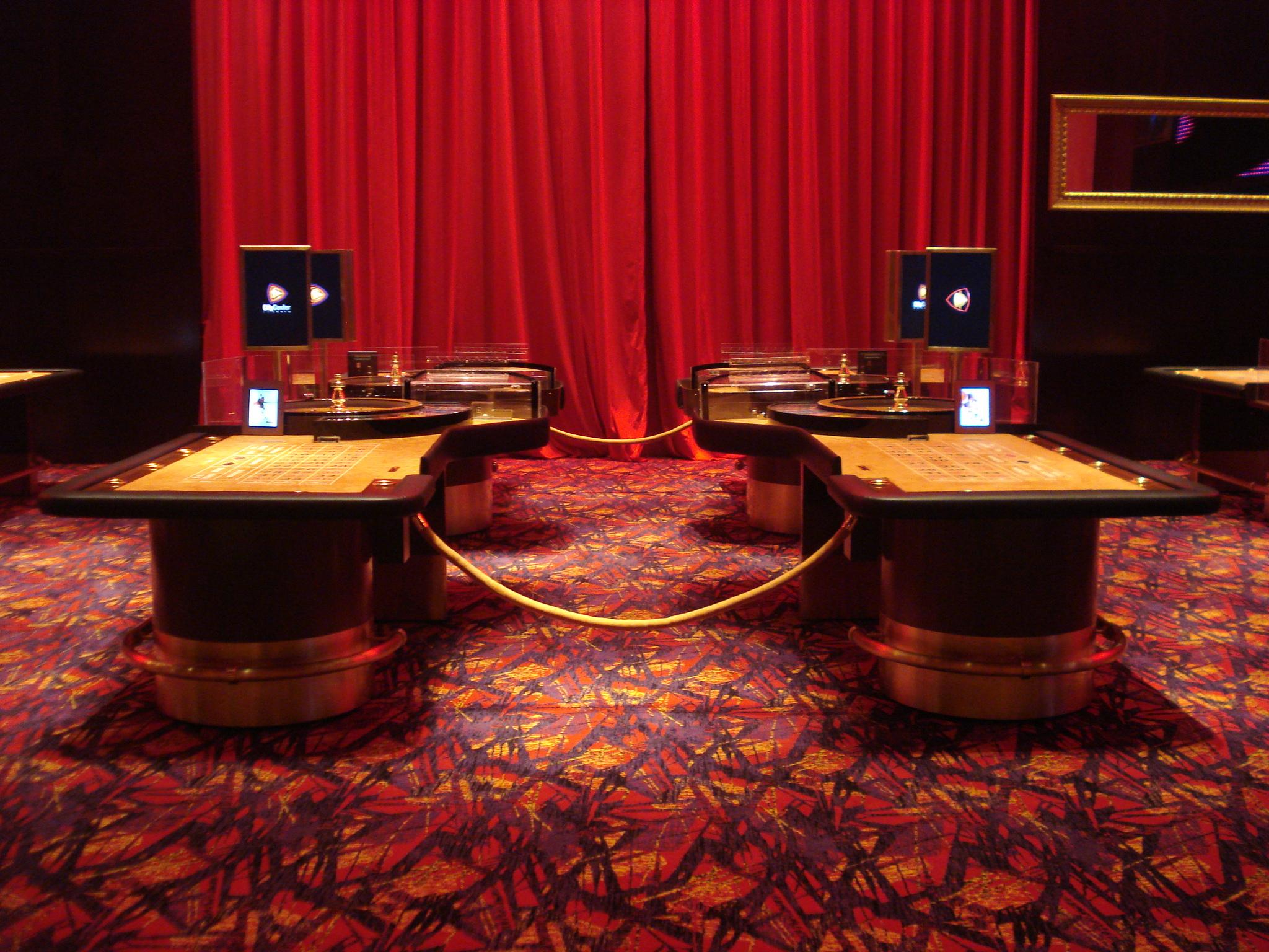 Ed Roberts casino salas juego hotel
