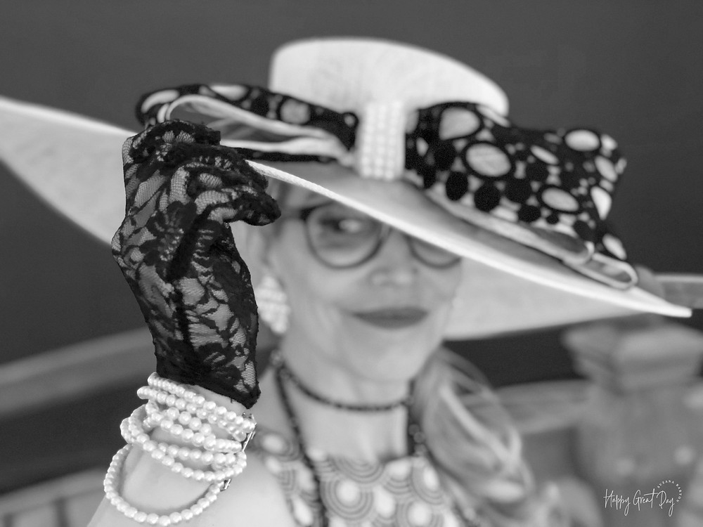Black and white photo woman in hat