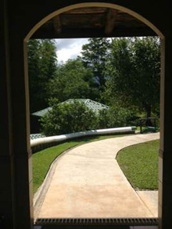 pathway from house to garage.jpg
