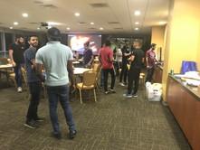 الألعاب الترفيهية تجمع طلاب الجامعة