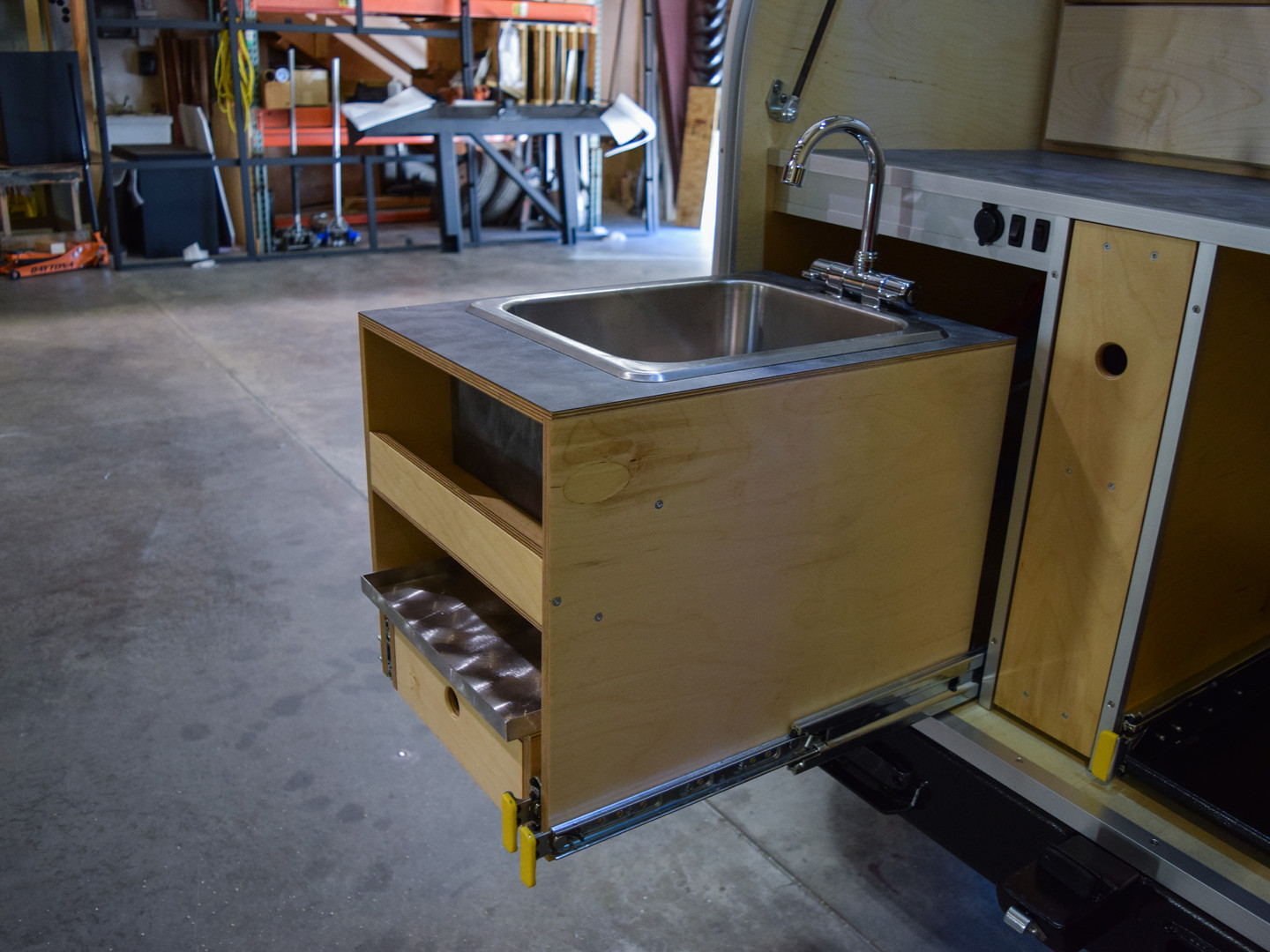 Sink Roll-out 02.jpg