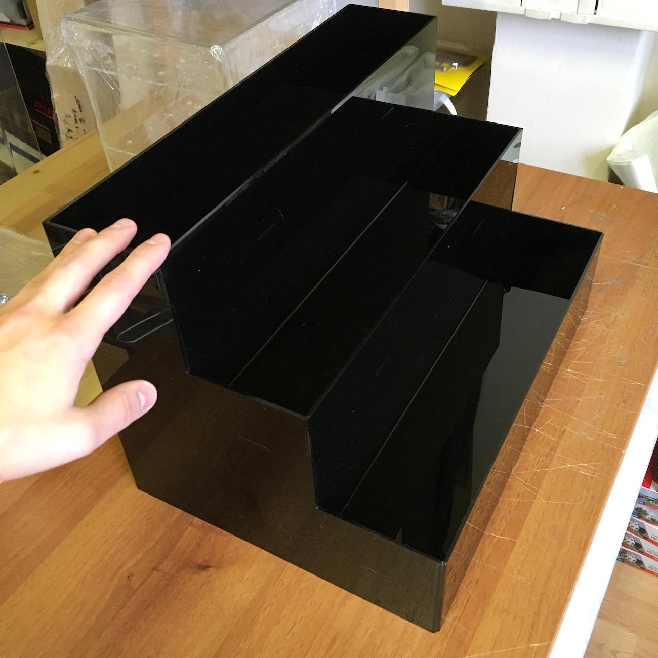 Лесенка из черного оргстекла 3 мм