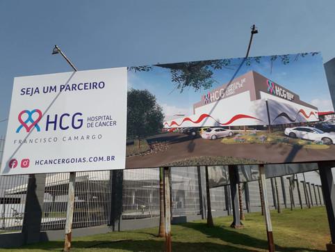 Zezé Di Camargo se emociona em inauguração do Hospital do Câncer Francisco Camargo