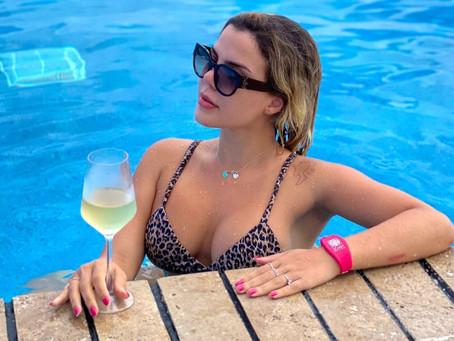 Depois de ser deportada sem motivo, influencer Grazi Mourão curte férias em Cancún